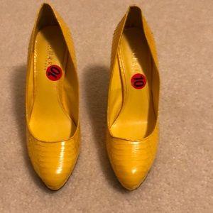Lauren Ralph Lauren bright yellow heels pumps 10